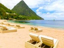 美丽的白色海滩在圣卢西亚,加勒比岛 库存照片