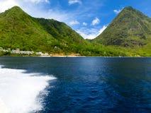美丽的白色海滩在圣卢西亚,加勒比岛 免版税图库摄影