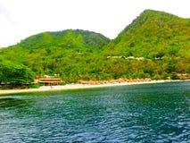 美丽的白色海滩在圣卢西亚,加勒比岛 免版税库存图片