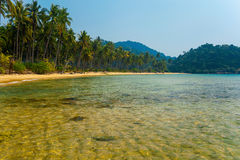 美丽的盐水湖用透明水 免版税库存照片