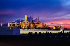 美丽的盛大宫殿& Wat phra keaw Wat Phra Sri拉塔纳Satsadaram 库存照片