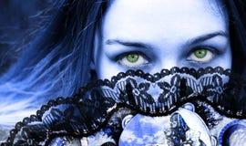 美丽的眼睛扇动哥特式绿色妇女 免版税图库摄影