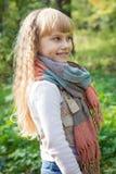 美丽的矮小的年轻婴孩在围巾站立 可爱儿童微笑 免版税图库摄影
