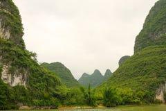 美丽的石灰岩地区常见的地形山锂河 库存图片