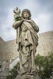 美丽的石雕象细节在公墓的在希贝尼克克罗地亚 免版税库存照片