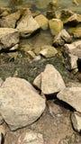 美丽的石头在户外水海洋在villege 免版税图库摄影