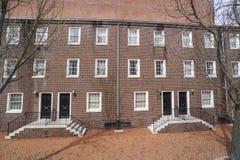 美丽的砖瓦房在历史的区费城-费城-宾夕法尼亚- 2017年4月6日 免版税图库摄影