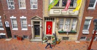 美丽的砖瓦房在历史的区费城-费城-宾夕法尼亚- 2017年4月6日 库存图片