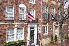 美丽的砖瓦房在历史的区费城-费城-宾夕法尼亚- 2017年4月6日 免版税库存照片