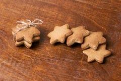 美丽的礼品 可口姜饼干 新年度 免版税库存图片