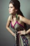 美丽的礼服丝绸妇女年轻人 免版税图库摄影