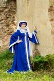 美丽的礼服中世纪妇女 免版税库存照片
