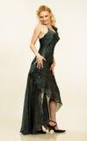 美丽的礼服夜间纵向妇女年轻人 免版税库存图片