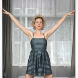 美丽的礼服妇女 免版税库存照片