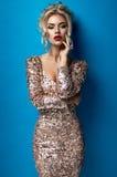 美丽的礼服的少妇 免版税库存图片