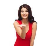美丽的礼服红色性感的妇女 免版税库存照片