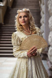 美丽的礼服葡萄酒妇女 免版税库存照片