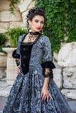 美丽的礼服葡萄酒妇女 免版税图库摄影