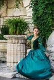 美丽的礼服葡萄酒妇女 免版税库存图片