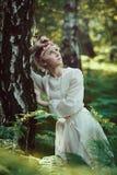 美丽的神仙的女孩在森林 免版税库存照片