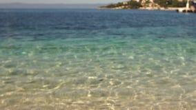 美丽的离开的亚得里亚海的海滩用清楚的绿松石水 股票录像