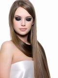 美丽的秀丽头发长的妇女 免版税库存照片