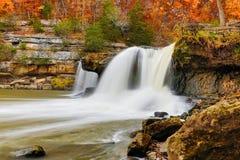 美丽的秋天瀑布 库存图片