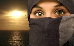 美丽的种族眼睛绿色妇女 免版税库存照片