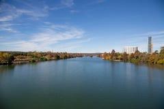 美丽的科罗拉多河在奥斯汀,得克萨斯,美国 库存照片