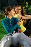 美丽的移动电话女孩 免版税库存照片