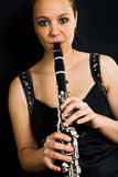 美丽的竖笛演奏者年轻人 库存照片