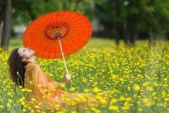 美丽的端庄的妇女 免版税库存图片