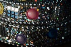 美丽的粉碎的抽象玻璃马赛克装饰的细节 装饰的背景 选择聚焦 免版税库存照片