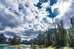 美丽的精神海岛在Maligne湖,贾斯珀国家公园,亚伯大,加拿大 免版税库存图片