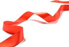 美丽的红色丝带,有益于设计。隔绝在白色背景 库存照片