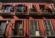 美丽的红色大厦在卡利亚里,撒丁岛 库存照片