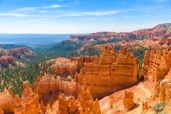 美丽的红色岩石不祥之物和圆形剧场风景看法从日落点,布莱斯峡谷国家公园,犹他,美国 库存图片