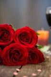 美丽的红色玫瑰特写镜头 免版税库存照片