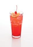 美丽的红色鸡尾酒用橙色樱桃和冰 免版税库存照片