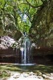 美丽的纯净的水Cascade de Gourbachin La Vauloube的来源 免版税库存图片