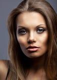 美丽的纵向严重的性感的妇女年轻人 库存图片