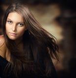 美丽的纵向妇女年轻人 库存图片