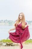 美丽的纵向妇女年轻人 图库摄影