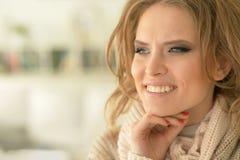 美丽的纵向妇女年轻人 免版税库存图片