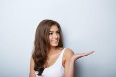 美丽的纵向妇女 原始秀丽更好的转换女孩的质量 新鲜的皮肤 库存照片