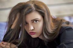 美丽的纵向妇女 免版税库存照片