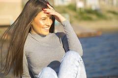 美丽的纵向微笑的妇女年轻人 库存图片