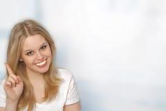 美丽的纵向微笑的妇女年轻人 库存照片