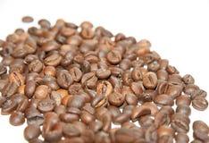 美丽的纹理存放人整个烤咖啡豆 免版税库存图片