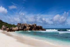 美丽的绿松石水海滩 库存照片